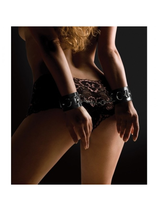 LEATHER HANDCUFFS BLACK S4F03806
